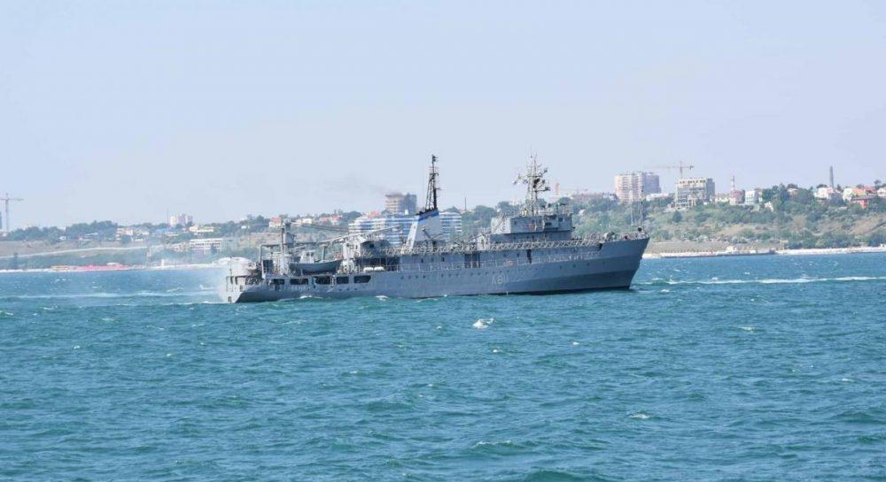 У Чорному морі мало не потонуло судно ВМС України