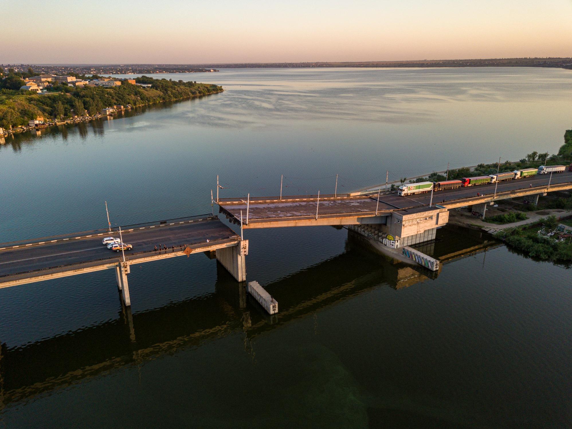 "В Николаеве внезапно ""саморазвелся"" мост на реке Ингул. ФОТО, ВИДЕО"