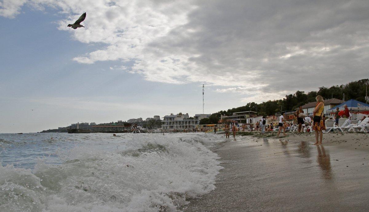 Екологи рекомендують не купатися на пляжах Одеси через забруднення води