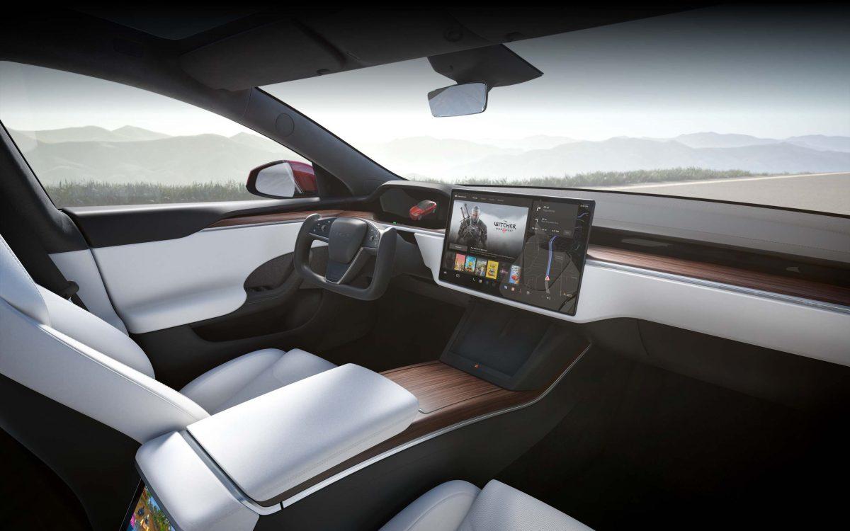 2 секунды до 100км/ч: Tesla начала поставки самой быстрой и дорогой модели. ФОТО, ВИДЕО