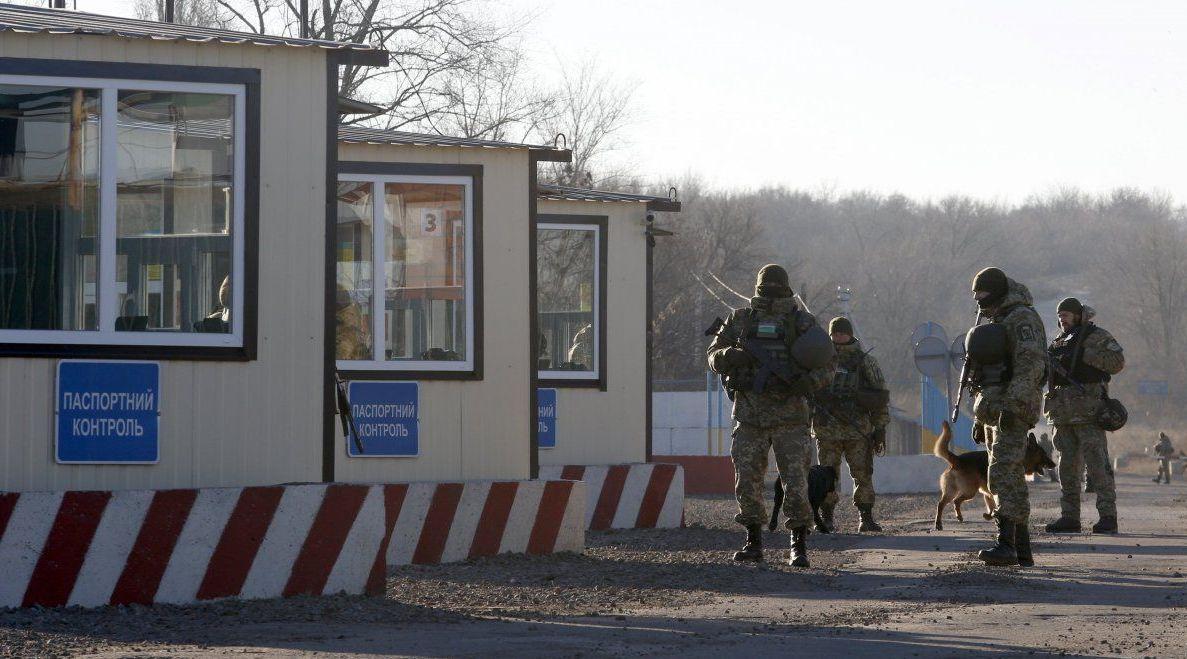 Зеленський доручив уряду спростити в'їзд/виїзд та переміщення товарів на окупований Донбас