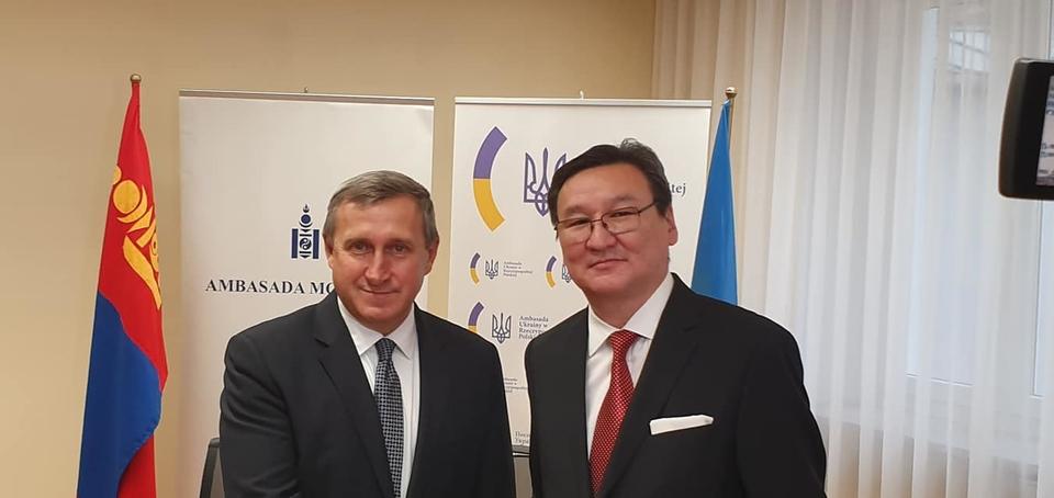 У посольстві України у Варшаві у п'ятницю урочисто підписано угоду між урядами України та Монголії про взаємне скасування віз.