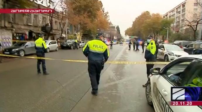В столице Грузии вооруженный мужчина захватил девять заложников. ВИДЕО