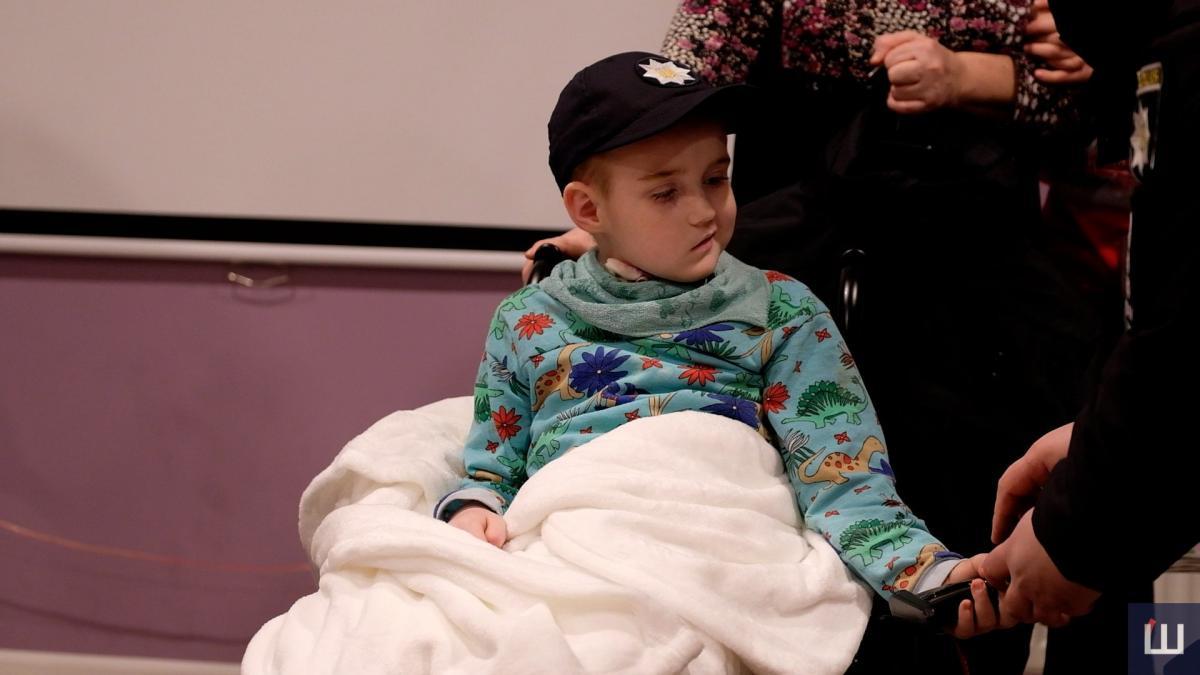 Остання мрія: у Чернівцях хлопчика зі смертельною хворобою прийняли до лав патрульної поліції. ФОТО, ВІДЕО