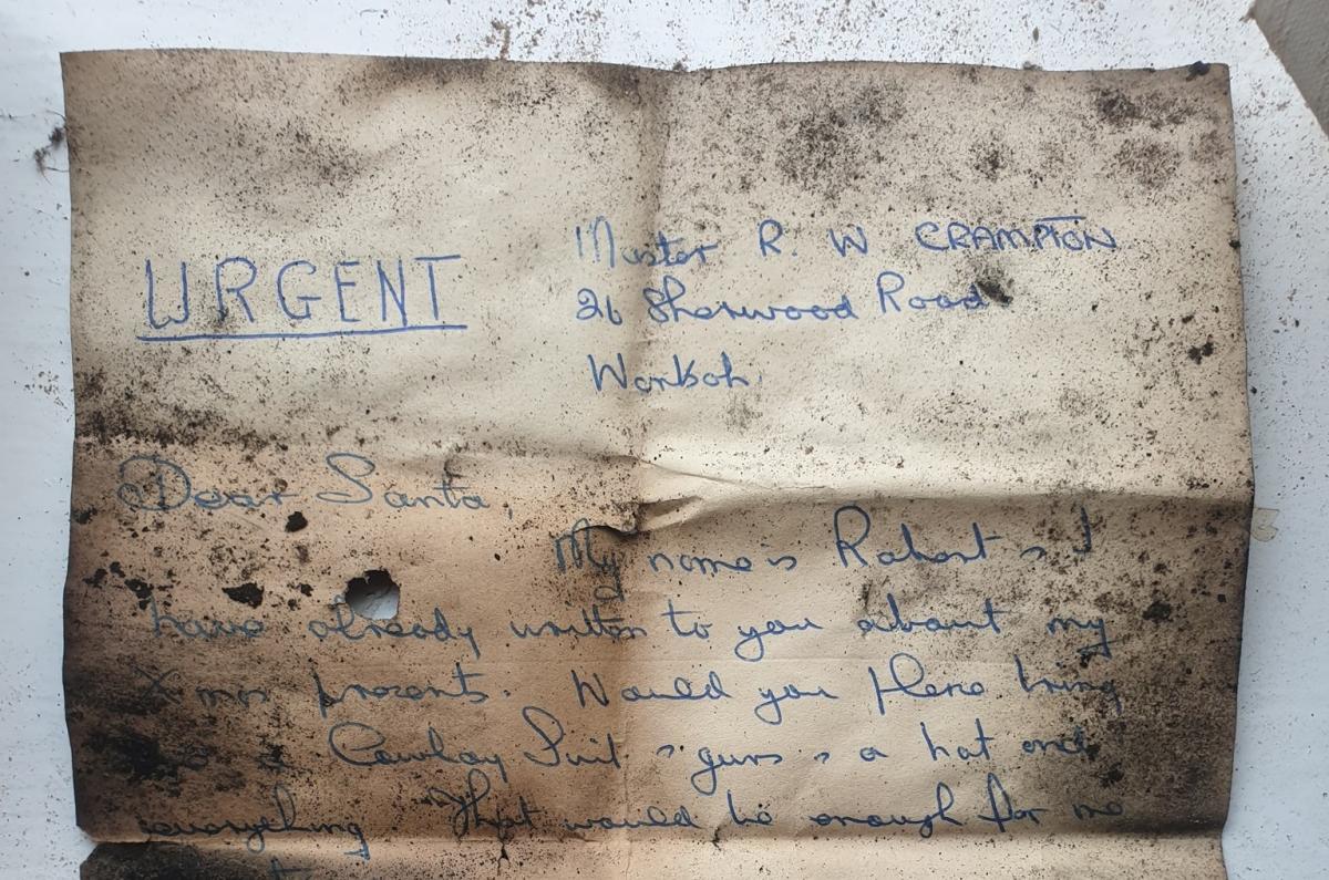 Трубочисты нашли письмо Санте, застрявшее в дымоходе на десятки лет: его автора удалось отыскать