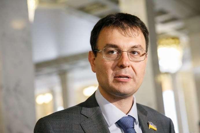 """""""Наличка"""" вне закона: украинцы должны отнести деньги в банк и заплатить 5% за это государству"""