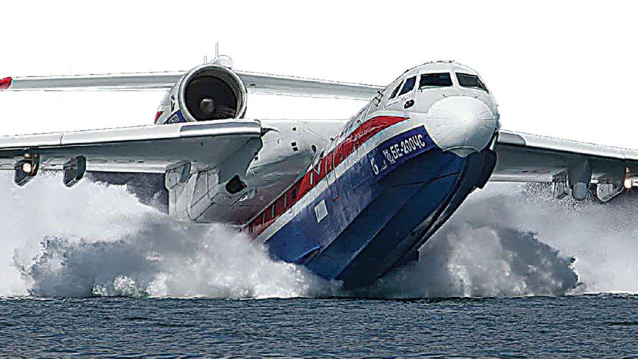 В России принято решение строить больше аварийных самолетов-амфибий Бе-200