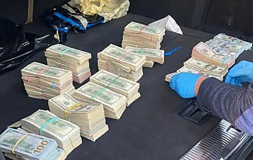 У начальника митного поста на Волині знайшли понад 700 тисяч доларів в автомобілі, – ДБР. ВІДЕО