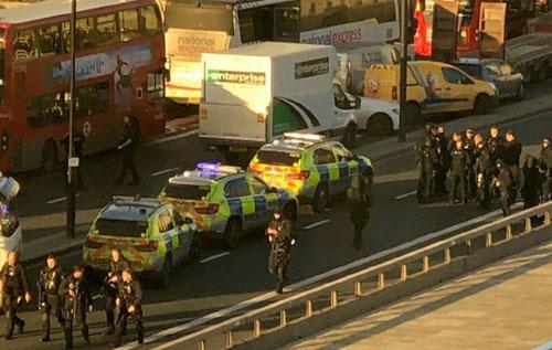 В Лондоне устроили кровавый теракт: есть раненые, преступник убит. ВИДЕО