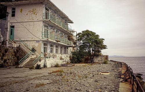 В Сети показали, как в Крыму оккупанты уничтожают санатории: уже почти Абхазия. ФОТО