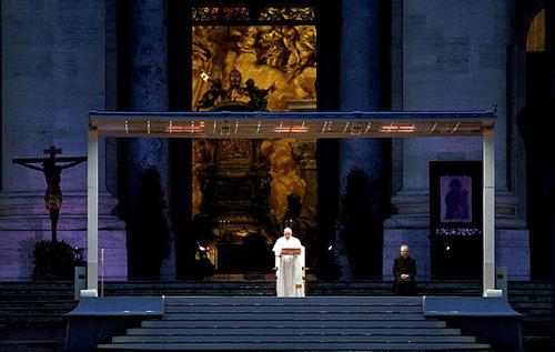 Папа римский прочитал молитву о завершении пандемии коронавируса. ФОТО