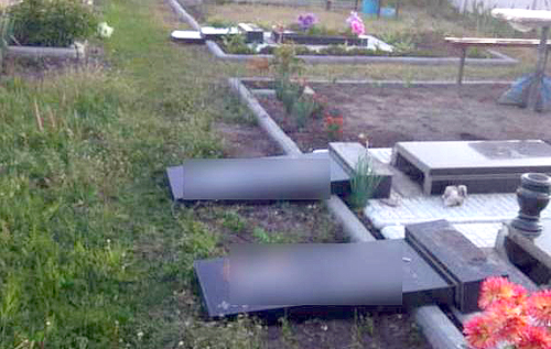 Вирішили розважитися: під Харковом діти розгромили 13 могил на кладовищі