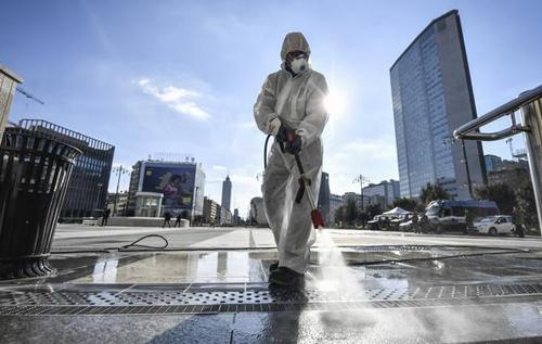 The Washington Post: Ученые пытаются понять, почему в США и Европе COVID-19 унес больше жизней, чем в Азии