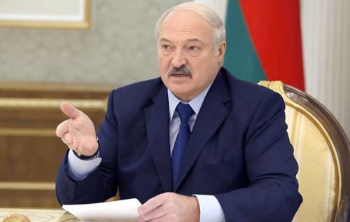 """""""Президентом будет мужик"""": Лукашенко считает, что белорусы не готовы к тому, чтобы страной руководила женщина. ВИДЕО"""