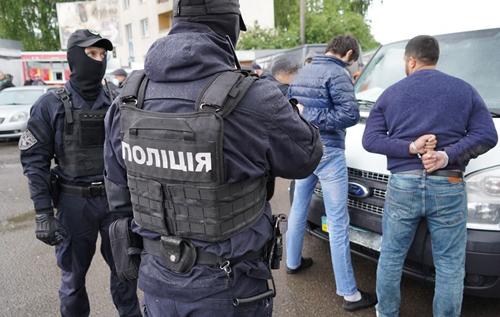 """На українсько-польському кордоні затримали рекетирів, які збирали """"данину"""" з пасажирських перевізників"""