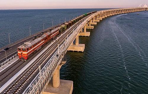 Грузовые железнодорожные перевозки по Крымскому мосту оказались невыгодными и практически прекратились