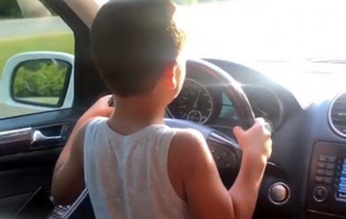 Блогер из Житомира посадил за руль ребенка на скорости 100 км/ч: в сети обсуждают возмутительное видео