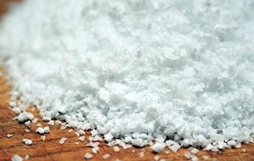 В Харькове мужчина десять дней скрывал смерть своих родителей, посыпая их тела солью