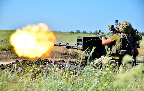 Штаб ООС: Минулої доби зафіксовано 13 ворожих обстрілів. Один український воїн отримав поранення