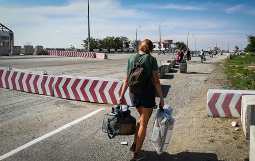 Разрешают вернуться только один раз: россияне пытается ограничить передвижение крымчан через админграницу