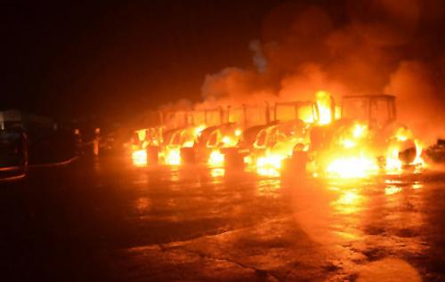 Блискавки вбили чоловіка і спалили тракторний парк на Полтавщині. ФОТО