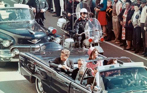 В этот день 57 лет назад был застрелен Джон Кеннеди: его гибель на глазах супруги и тысяч людей стала шоком для Америки. ВИДЕО