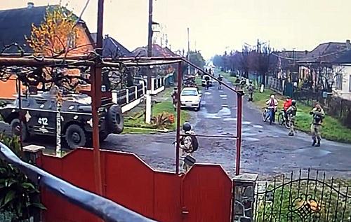 Людей ніхто не попередив: жителів села на Закарпатті налякала колона бронетехніки. ВІДЕО
