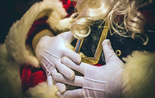 Заразный Санта-Клаус: вСША актер в костюме сказочного героя наградил коронавирусом десятки детей