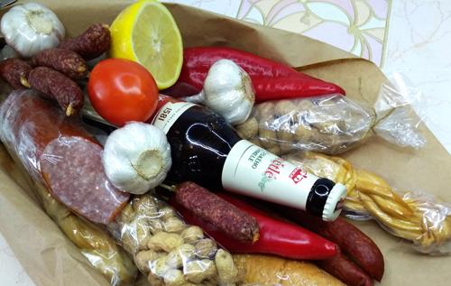 Украинцам пытаются продать фальсификат: как правильно выбрать колбасу, рыбу, сыр и другие продукты