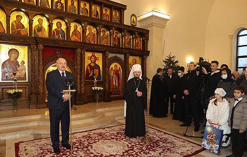"""Лукашенко призвал белорусов """"взять в руки голову"""" и задуматься о будущем, чтобы """"дети не ходили в лаптях и под плеткой"""""""