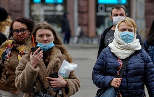Колективний імунітет українців до коронавірусу виробляється диким способом, як у середньовіччі, – імунолог