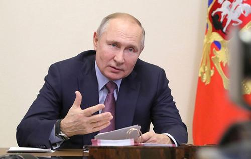 """Путин заявил, что Россия """"не бросит Донбасс"""""""