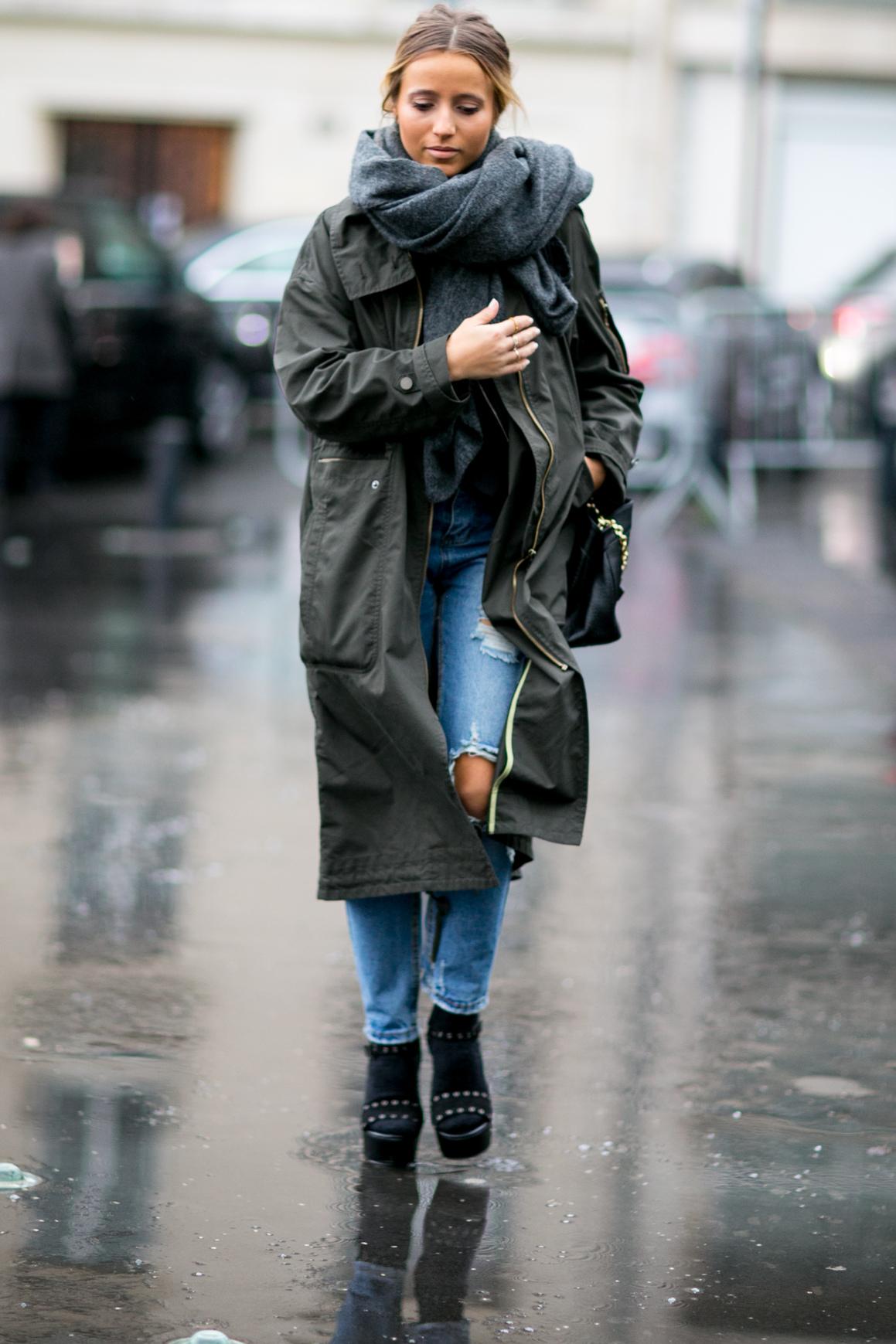 Когда погода уже не радует, а доставать зимний пуховик еще не хочется,  достаточно надеть поверх любимого пальто или кожаной куртки такой шарф, ... f1084440c55