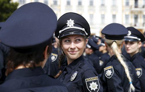 В Запорожье наградили самую красивую сотрудницу полиции. ФОТО