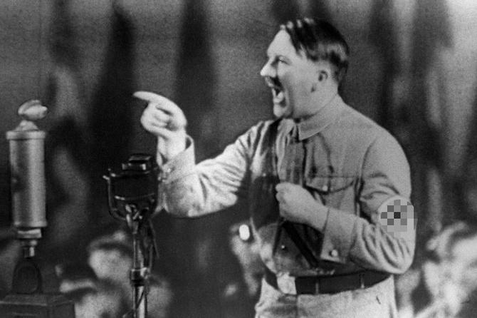 Рукописи промов Гітлера продали на аукціоні попри протести єврейських організацій