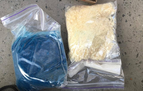 Поліція затримала на вулиці Києва жінку з трьома кілограмами різних наркотиків