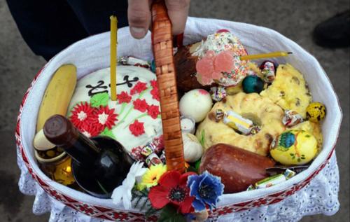 """В Україні подорожчає """"великодній кошик"""": скільки заплатимо за продукти"""