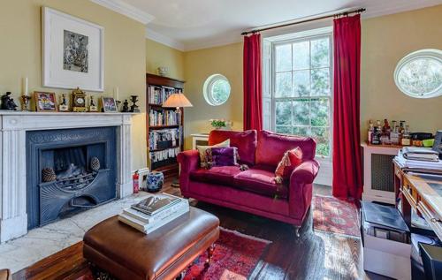 """Здесь """"жила"""" мисс Марпл: в Британии выставили на продажу дом Агаты Кристи"""