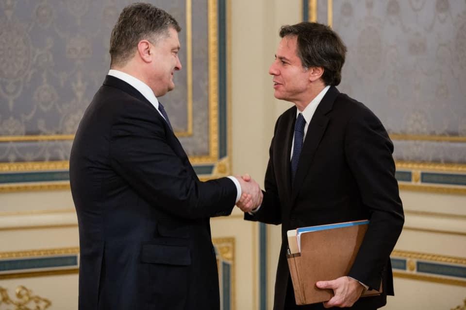 """Дещо смішними виглядають претензії деяких українських політиків на """"ексклюзивність"""" спілкування з Блінкеним, для чого навіть """"розчохлили"""" власні фотоархіви – політолог"""
