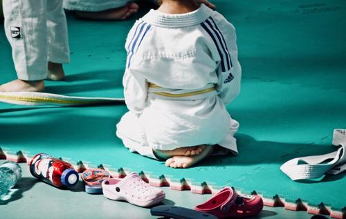 27 раз бросили на маты: на Тайване у маленького мальчика зафиксировали смерть мозга после тренировки в школе дзюдо