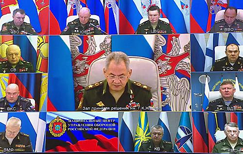 Минобороны РФ собираетсязапретить военным опускать глаза более чем на пять секунд во время совещаний – чтобы не спали