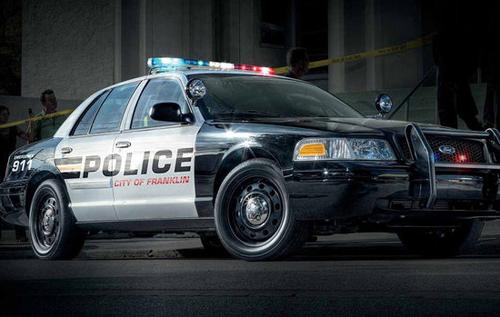 Американец вызвал полицейских и погиб под колесами их машины
