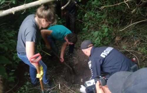 На Сумщині пенсіонер розчленував і закопав у трьох місцях тіло товариша