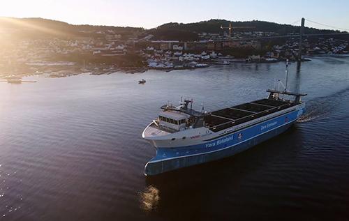 В Норвегии электрический контейнеровоз Yara Birkeland готовится выполнить первый беспилотный поход