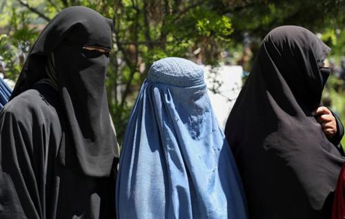 Талибы обязали женщин в вузах носить никабы и учиться отдельно от мужчин