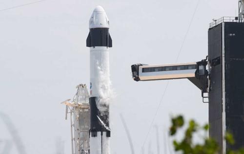 SpaceX Илона Маска запустит на орбиту первый экипаж астронавтов-любителей