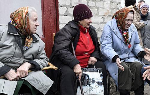 Лікар забив на сполох: нова хвиля вже прийшла, а в Україні не встигають захистити пенсіонерів від COVID-19