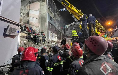 Появилось видео обрушения жилого дома в Батуми