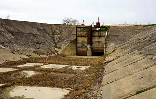 Крымчанин призвал Украину не подавать ни ведра воды на оккупированный Россией полуостров