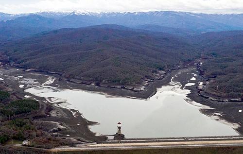 Воды в Загорском и Счастливенском водохранилищах Крыма хватит максимум на три месяца. Если не экономить – под угрозой срыва курортный сезон